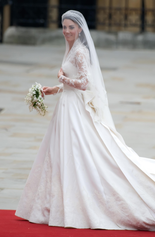 alexander mcqueen in royal wedding dress lawsuit